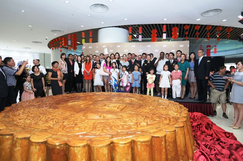 Afbeeldingsresultaat voor largest mooncake ever made