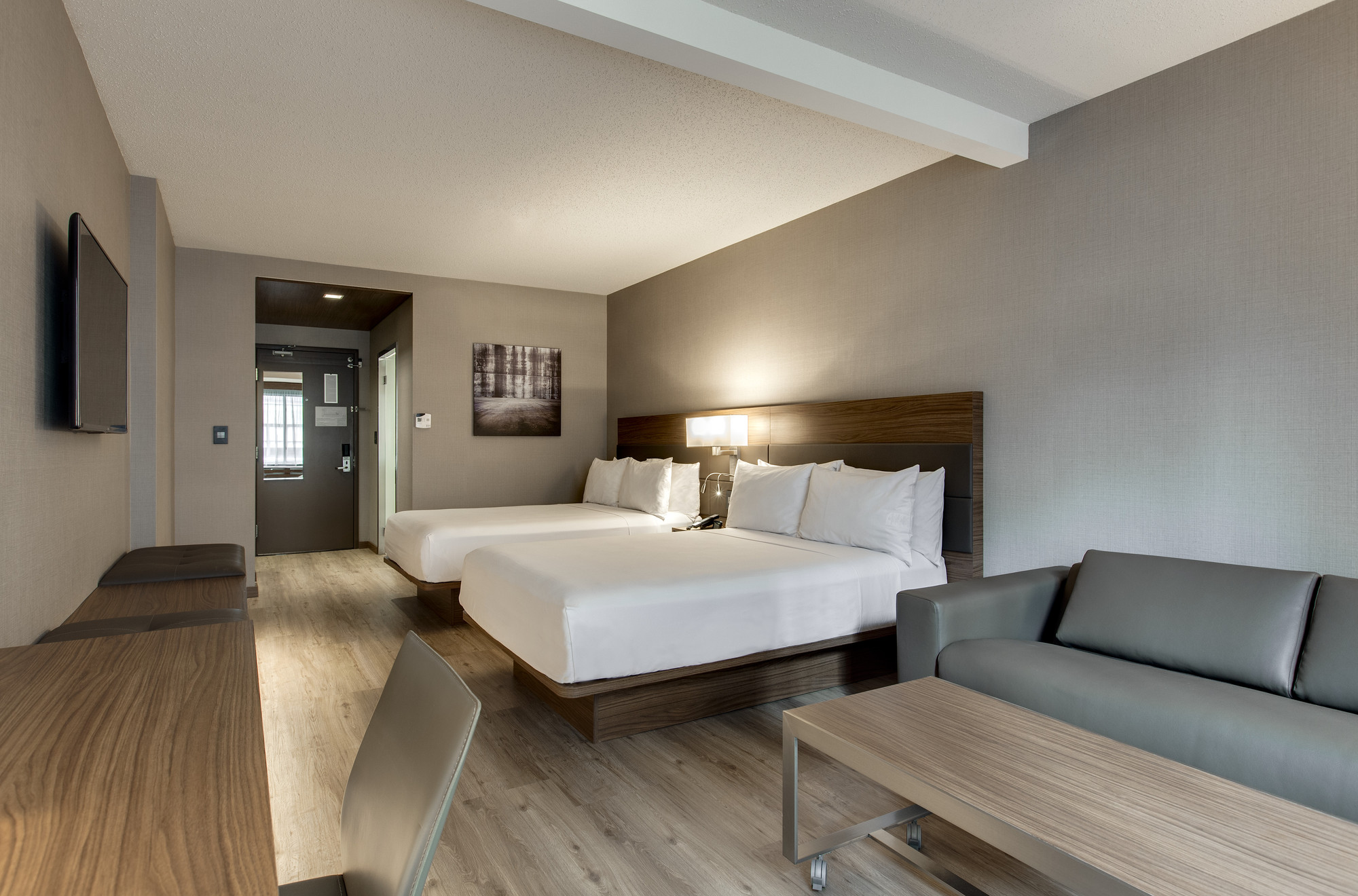 Ac hotel chicago downtown opens doors to the public for Business hotel design